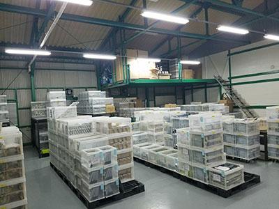 4.標準的な板厚の素材を自社倉庫に常時ストックし、材料手配の手間をカット