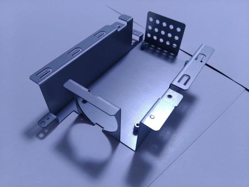 通信機器の加工部品(SECC-0.8t)